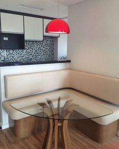 Canto alemão com mesa triangular how to arrange a conner din Interior Design Boards, Interior Design Living Room, Home Decor Trends, Diy Home Decor, Kitchen Interior, Kitchen Design, Dinner Room, European Home Decor, Kitchen Corner
