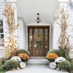 More from my site Imaginative Fall Porch Decorating Ideas to Make Yours Unforgettable Festive Fall Front Porch Fall Home Decor, Autumn Home, Villa Del Carbon, Seasonal Decor, Holiday Decor, Fall Decorations, Front Door Decor, Front Doors, Front Porch Fall Decor