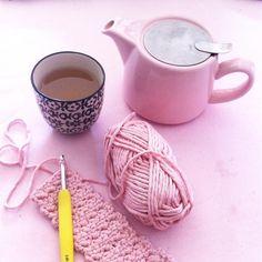 """116 mentions J'aime, 14 commentaires - Mymy Cracra (@mymy_cracra) sur Instagram: """"💖Pink mood.. En cours un petit cosy au crochet dans une jolie laine Cheval Blanc poke…"""""""