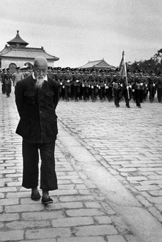 Hiroshi Hamaya [濱谷 浩] :: Rehearsal of the parade for the National day (October, 1st) on the Sacred Way, a large way which goes from the Hall of Prayers (in the background) to the Temple of Heaven, Beijing, China, 1956