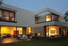 www.gantousarquitectos.com mobile listador?y=2 Modern House Plans, Modern House Design, India House, Casa Loft, House Design Pictures, Home Design Floor Plans, Dream House Exterior, Facade Design, Facade House