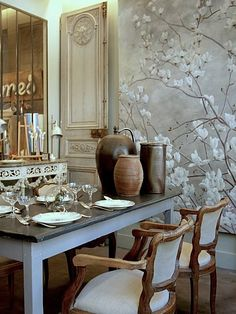 Apartment dining room with mirror and mural wall. Asian Interior Design, Hand Painted Walls, Mural Wall Art, Wall Finishes, Wallpaper Decor, Beautiful Wall, Wall Design, Interior Decorating, Wall Decor