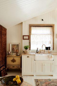 Devol Shaker Kitchen, Devol Kitchens, Beach House Kitchens, Home Kitchens, Dream Kitchens, Family Kitchen, New Kitchen, Rustic Kitchen, British Kitchen Design