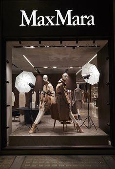 Chameleon Installation | MaxMara Bond Street. chameleonvisual.com Fashion Window Display, Window Display Retail, Window Display Design, Visual Merchandising Displays, Visual Display, Boutique Interior, Boutique Design, Max Mara, Store Displays