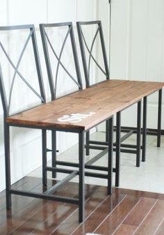 tre sedie granas unite a formare un fantastica panchina
