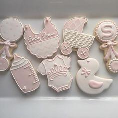 #customcookies#sugarcookies#cookies#decoratedcookies#cookieart#edibleart#royalicing#babyshower#babyshowercookies#babyshowerfavors#baby#pinkandwhite#babygirl