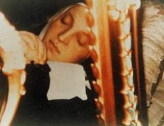 Saint Bernadette | Bernadette became a nun and died at the age of thirty six, her body ...