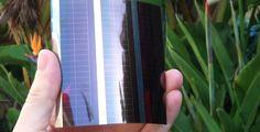 """Pesquisadores da universidade de Melbourne, Austrália, desenvolveram uma impressora fotovoltaica, que imprime placas solares capazes de gerar energia. A tecnologia transforma plástico ou metal em painéis fotovoltaicos, de 3 centímetros ao tamanho de uma folha A3. Segundo os desenvolvedores, as placas poderão ser colocadas em telhados, superfícies de vidro e até dispositivos móveis, como celulares...<br /><a class=""""more-link""""…"""