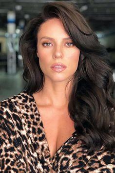 Beauty artist publica foto de Paolla Oliveira e seguidores piram com beleza da atriz Rosa Hair, Brazilian Women, Photography Poses Women, Hair Color And Cut, Girl Crushes, Beauty Women, Beauty Hacks, Sexy Women, Celebs