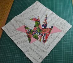 Origami Crane paper piecing pattern + tutorial by concepcion Quilted Placemat Patterns, Paper Pieced Quilt Patterns, Quilt Block Patterns, Pattern Paper, Foundation Paper Piecing, Stephane Rolland, Origami Crane Tutorial, Japanese Quilt Patterns, Japanese Patchwork
