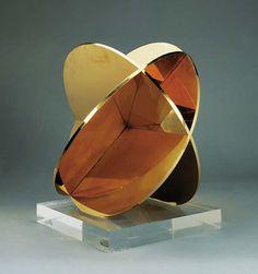 Max Bill Construction from Three Circular Planes gilded brass high Executed circa Max Bill, Geometric Sculpture, Sculpture Art, Bauhaus, 3d Type, Collage Design, Art For Art Sake, Winterthur, 3d Design