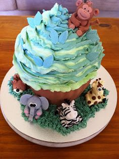Plush n Lush Cupcakes!: Giant Cupcakes!