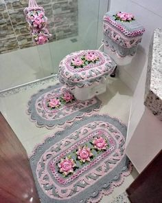 Crochet Home, Crochet Crafts, Crochet Tank Tops, Bathroom Sets, Hand Embroidery, Decorative Boxes, Crochet Patterns, Rugs, Oxfords