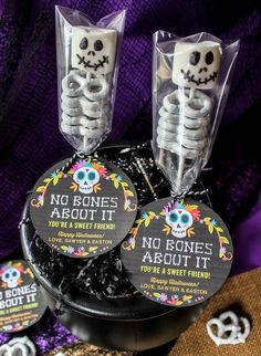 """Assemble these cute marshmallow and pretzel skeletons and pair them with our """"No Bones About It"""" free printable tag and you will have an adorable Halloween treat in minutes! Dulceros Halloween, Halloween Party Favors, Halloween Treat Bags, Halloween Desserts, Holidays Halloween, Halloween Gift Baskets, Halloween Costumes, Halloween Birthday Parties, Halloween Treats For School"""