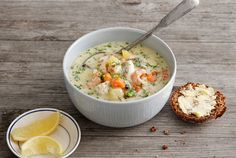 Salmon Soup, Cheeseburger Chowder, Soup Recipes, Good Food, Cottage, Summer, Scandinavian Kitchen, Summer Recipes, Cottages