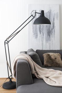 Die Stehleuchte im Skandi-Stil ist ein absolutes Must-have für alle Fans des skandinavischen Einrichtungsstils!