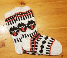 Knitting Socks, Christmas Stockings, Holiday Decor, Diy, Fashion, Knit Socks, Needlepoint Christmas Stockings, Moda, Bricolage