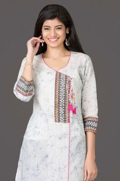 40 Amazing Kurti Neck Designs With Lace and borders Bling Sparkle Salwar Designs, Simple Kurti Designs, Kurta Designs Women, Kurti Designs Party Wear, Neckline Designs, Dress Neck Designs, Designs For Dresses, Neck Designs For Suits, Blouse Designs