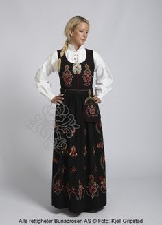 The simple Ørskogbunad. One of many Norwegian traditional pieces. Im a proud owner of mine bunad youst like this. Folk Costume, Costumes, Holland, Norwegian Vikings, Looking For Someone, People Around The World, Traditional Dresses, My Outfit, Norway