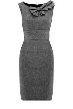 Figure flattering cute gray dress for women's business casual work attire Work Fashion, Fashion Beauty, Fashion Outfits, Womens Fashion, Woman Outfits, Gq Fashion, Trending Fashion, Fashion Spring, Fashion 2018