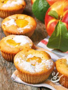 I Muffins alle pesche noci: facili e veloci da preparare vi riservano comunque un piacere irresistibile. Fragranti e dal gusto delicato.