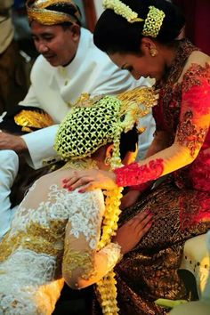 white wedding tradision indonesia wedding