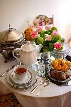 Nothing quite like an English High Tea - English tea Brunch, Coffee Time, Tea Time, Tee Sandwiches, Café Chocolate, Afternoon Tea Parties, In Vino Veritas, My Cup Of Tea, Tea Service