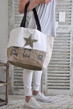 Tendance Sac 2018 : Image of paul le big bag – … Trendy Bag Bild von Paul the big bag – Big Purses, Purses And Bags, Hand Accessories, Women Accessories, Bags 2017, Big Bags, Women's Bags, Denim Bag, Fabric Bags