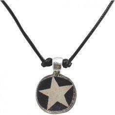 """Mit der verspielten Kette """"Star"""" vom französischen Label Rock around my neck zauberst du dir ein luftig-leichtes Accessoire um den Hals. Der Anhänger ist ein echter Hingucker."""