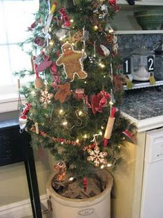 Gingerbread tree with vintage kitchen toys