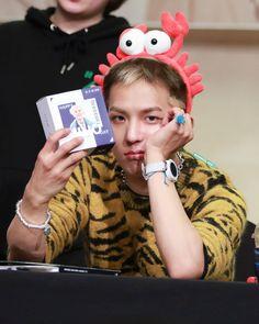 Mino Winner, Army Room, Song Minho, Korean Artist, Colourful Outfits, Yg Entertainment, Boyfriend Material, Kpop Groups, South Korean Boy Band