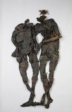 Veenlijken. Het 'paar van Weerdinge' gaat maandag naar het ziekenhuis in Basel voor een grondig onderzoek. Het Drents Museum hoopt wat raadsels op te lossen.  In 1904 was het duo veenlijken een sensatie, omdat het niet vaak voorkomt dat er twee gemummificeerde mensen bij elkaar gevonden worden.