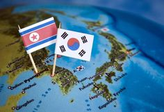 De Koreaanse oorlog kan ook Koreaoorlog worden genoemd. De oorlog begon in 1950 op 25 juni. Noord-Korea starten met de eerste aanslag op het zuiden van Korea (Zuid-Korea). De oorlog werd veroorzaakt doordat het noorden en het zuiden van mening verschilde. Zuid-Korea was kapitalistisch en Noord-Korea was communistisch. Het begon met ruzie en de ruzie leidde tot oorlog.