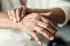 Close up hands of senior elderly woman patient suffering from pakinson's desease symptom. Mental health and elderly care concept Tremors Hand, Examen Clinique, Deep Brain Stimulation, Bone Diseases, Body Tissues, Elderly Care, Multiple Sclerosis, Heart Disease, Frases