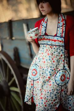 Like these aprons.  Reminds me of my Grandma Crookshanks.  I have one of hers that I wear occasionally, but would like to have another one.