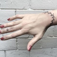 An elegant bracelet inspired by nature. | 19 Tattoo-Bracelets That Will Look Amazing On You