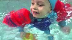 Плавание в бассейне, Как придать ребенку уверенности на воде,Swimming i...