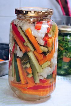 My parents always pickled veggies. Really easy to make. My parents always pickled veggies. Really easy to make. Vegetable Side Dishes, Vegetable Recipes, Menu Resto, Mixed Vegetables, Veggies, Pickled Vegetables Recipe, Homemade Pickles, Homemade Salsa, Fermented Foods