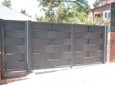 Porte da garage in stile  di CIERRES METALICOS AVILA, S.L.