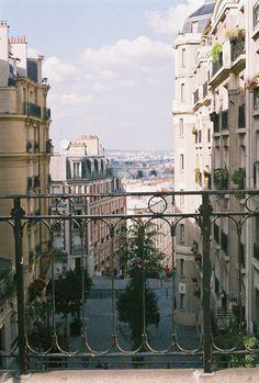 http://inredningsvis.se/in-that-paris-mood/    In that Paris mood