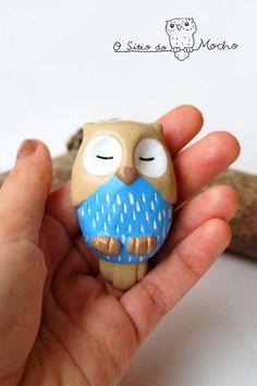 Owl brooch Fawn and blue Handmade. by OSitiodoMocho on Etsy