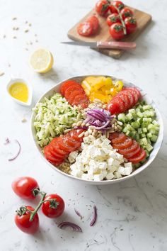 Paleo - Buddha bowl salade grecque : photo de la recette It's The Best Selling Book For Getting Started With Paleo Healthy Recipes For Weight Loss, Raw Food Recipes, Greek Salad, Paleo Diet, Food Inspiration, Healthy Eating, Clean Eating, Food And Drink, Nutrition