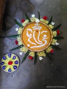 Rangoli Designs Flower, Flower Rangoli, Kolam Designs, Indian Rangoli, Kolam Rangoli, Simple Rangoli, Creative Art, Creative Ideas, Ganesh Chaturthi Decoration