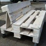 pallet bank Making a garden bench out of pallets is . Pallet Garden Benches, Pallet Lounge, Pallet Seating, Pallet Garden Furniture, Outdoor Furniture Plans, Balcony Furniture, Pallet Patio, Reclaimed Wood Furniture, Diy Furniture