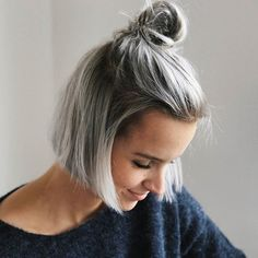Money does buy happiness - it's called appointment at your hairdresser's Hello Autumn, hello dark grey roots and bye-bye approx. 5 centimeters! #silverhair #greyhair.