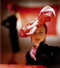 Vogue_1944_October.Hat-by-Magame-Pauline-Vogue-September-1st-1938-e1290606893929.jpg (450×513)