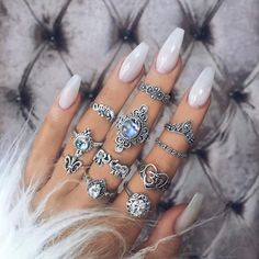 Hairstyles and Beauty: The Internet`s best hairstyles, fashion and makeup pics are here. Perfect Nails, Gorgeous Nails, Cute Nails, Pretty Nails, Coffin Nails, Acrylic Nails, Nail Pictures, Nail Ring, Up Tattoos
