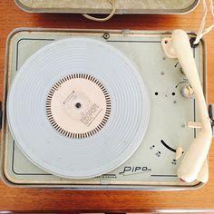 This is Vintage !  Tourne disques Pipo !  L'officine parisienne.