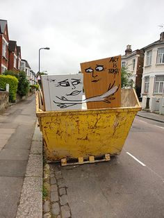 Art is Trash - one of a number of sculptures created by street artist Francisco de Pajaro. They're popping up on London's street corners every day, made from discarded rubbish. Trash Art, Colorful Art, Chalk Art, Spanish Artists, Installation Art, Art, Pictures, Land Art, Street Art