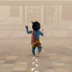 It's Krishna Jayanthi today!✨ (Also known as Krishna Janmashtami or Gokulashtami) is an annual Hindu festival that celebrates the birth of Krishna, the eighth avatar of Vishnu. Baby Krishna, Krishna Birth, Little Krishna, Cute Krishna, Krishna Names, Radha Krishna Love, Radhe Krishna, Hanuman, Yashoda Krishna